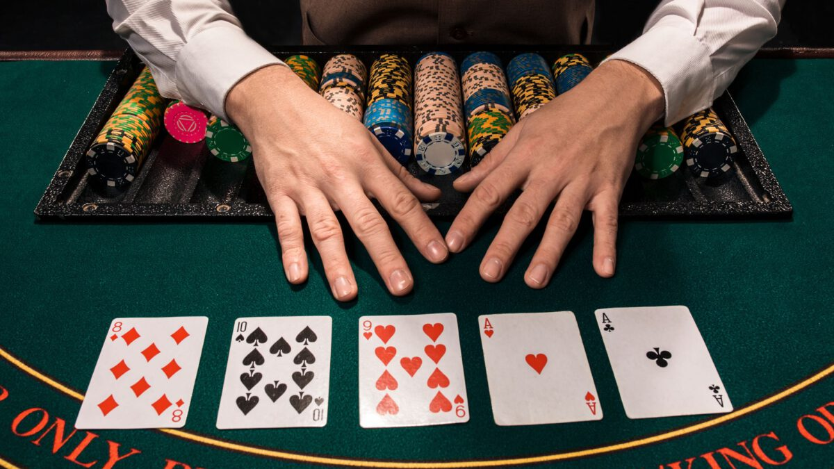 How To Become A Professional Poker Player? Learn Effective Tips!
