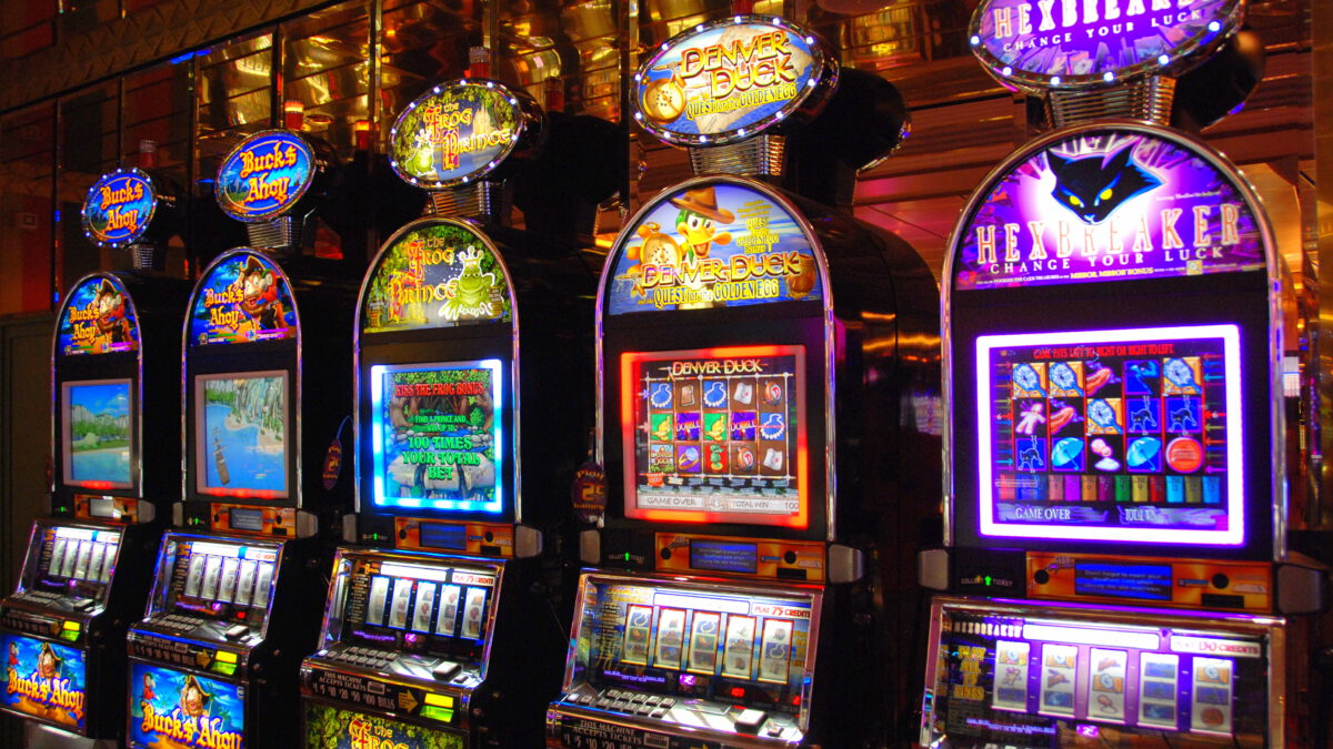 Win real money by playing online slot machine games