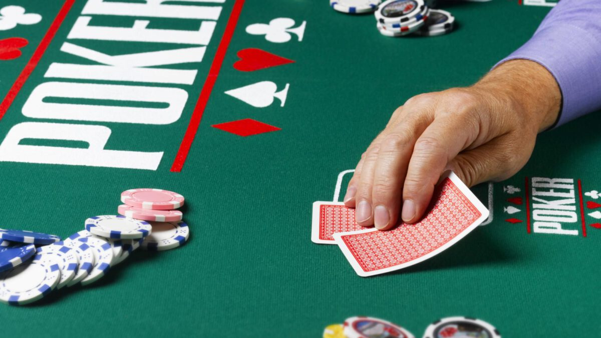 Top 2 Reasons Why a Person should Play Poker at Rounder Casino?