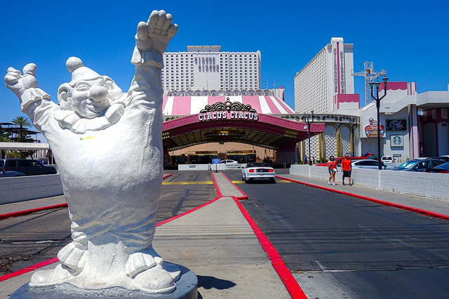 For the Gambler or the Tourist, These Are the Best Times of  the Year to Visit Las Vegas